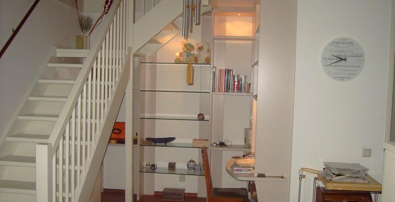 Luxe boekenkast en bureau - Timmer- en onderhoudsbedrijf DINO
