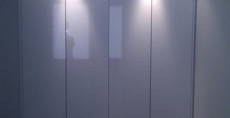 Greeploze garderobekast slaapkamer, met automatische verlichting ...